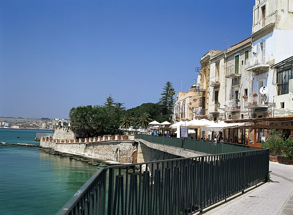 Outdoor cafes in Syracuse, Sicily, Italy, Mediterranean, Europe