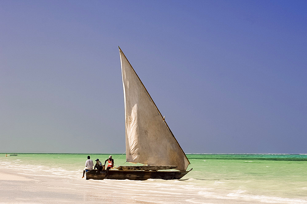 Traditional wooden sailing boat on the beach, Zanzibar, Tanzania, East Africa, Africa