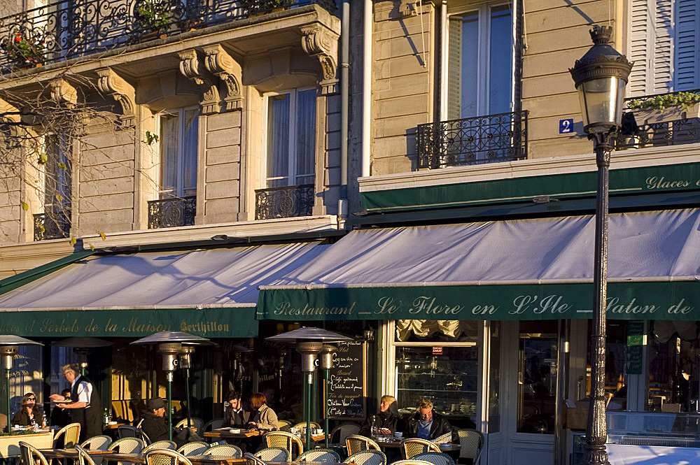 A cafe on the Ile St. Louis, Paris, France, Europe