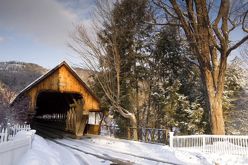 Middle Bridge, a covered wooden bridge in winter, Woodstock, Vermont, New England, United States of America, North America