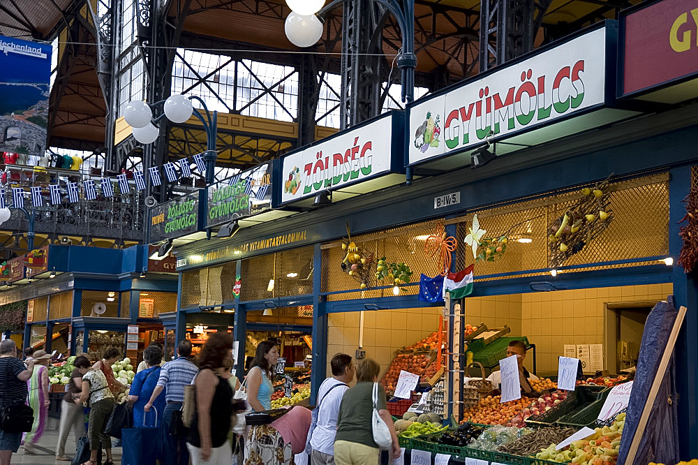 Shoppers in the market in the Great Hall, Budapest, Hungary, Europe