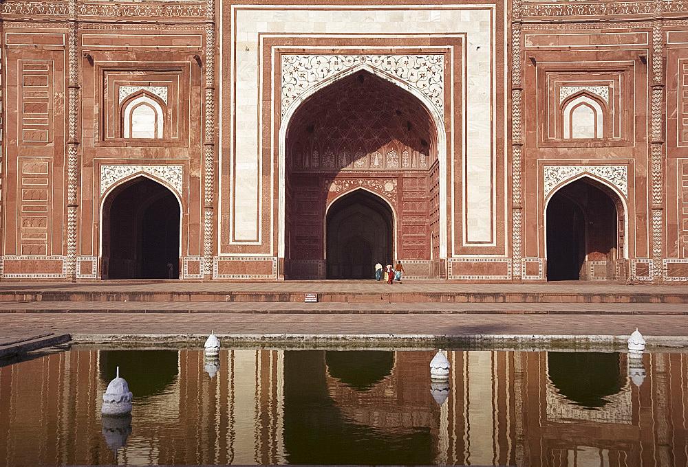 The mosque next to the main tomb at the Taj Mahal, Agra, Uttar Pradesh, India, Asia