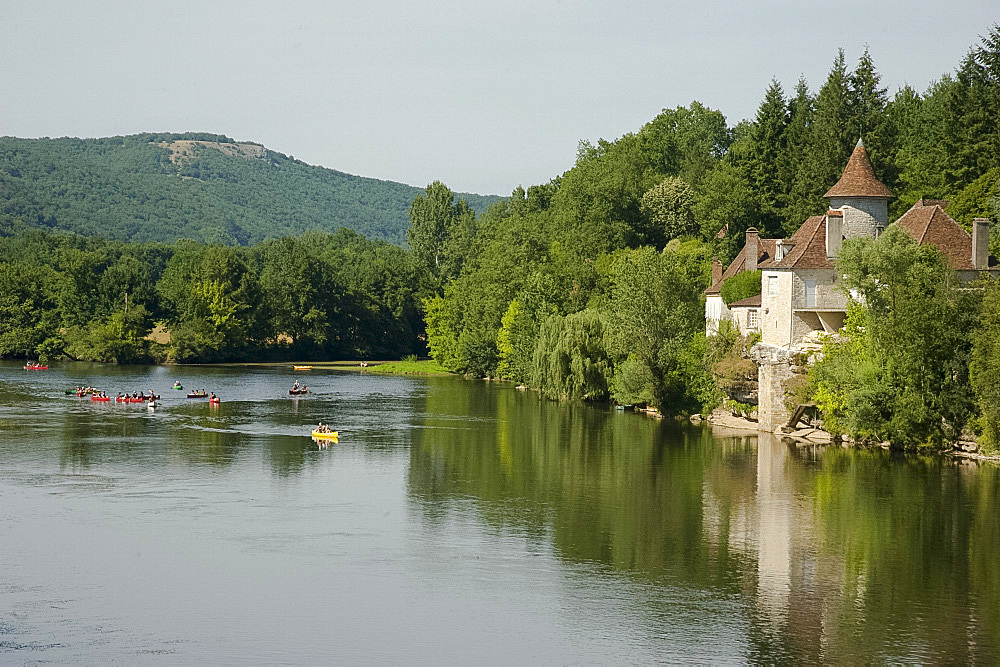 Canoeists on the Dordogne River near St .Sozy, Dordogne, France, Europe