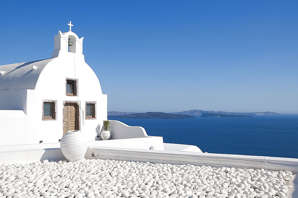 A white washed church in Oia, Santorini, The Cyclades, Greek Islands, Greece, Europe - 149-6635