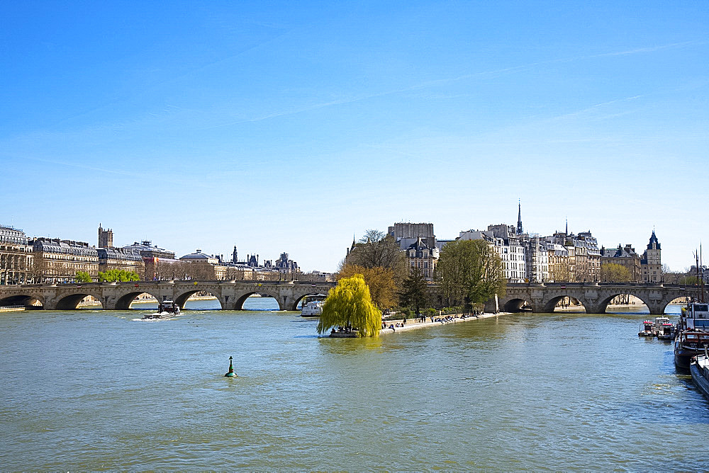The Ile de la Cite and the Pont Neuf over the River Seine, Paris, France, Europe