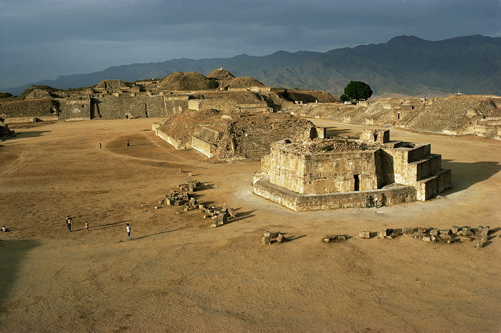 The Great Plaza with observatory, Monte Alban, UNESCO World Heritage Site, Mexico, North America