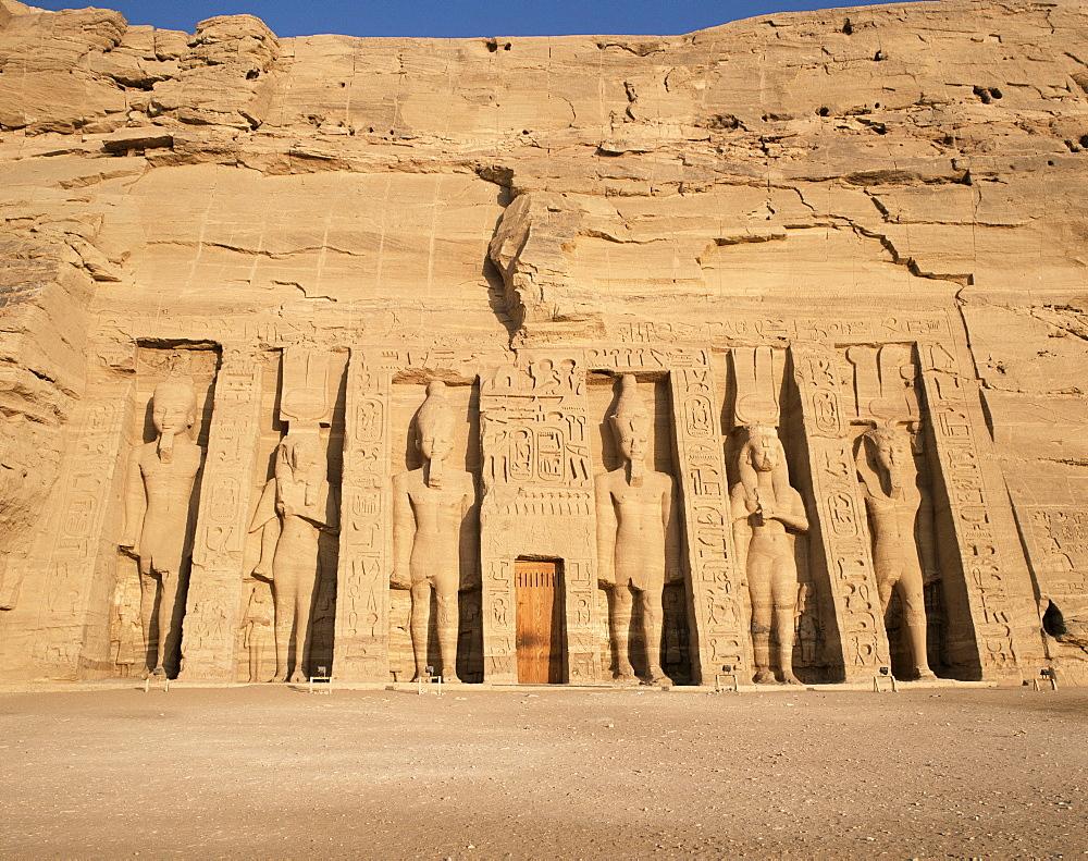 Temple of Hathor, built for queen Nefretare, Abu Simbel, UNESCO World Heritage Site, Nubia, Egypt, North Africa, Africa
