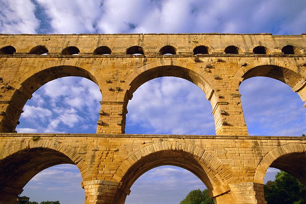 Roman aqueduct, Pont du Gard, UNESCO World Heritage Site, near Avignon, Provence, France, Europe - 252-10272
