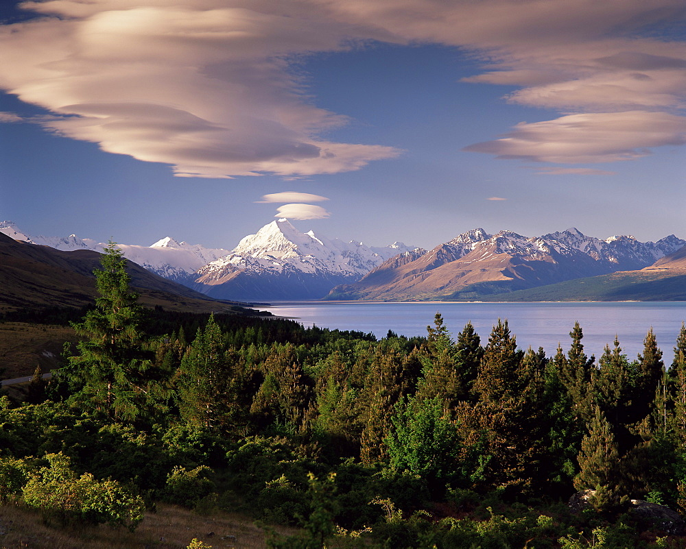 Mount Cook (Aoraki) viewed across Lake Pukaki, Mackenzie Country, South Canterbury, Canterbury, South Island, New Zealand, Pacific