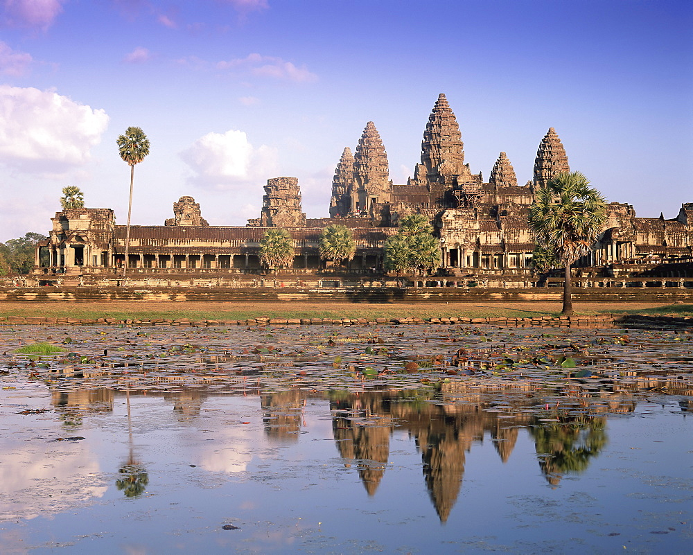Angkor Wat reflected in the lake, UNESCO World Heritage Site, Angkor, Siem Reap Province, Cambodia, Indochina, Southeast Asia, Asia - 252-10584