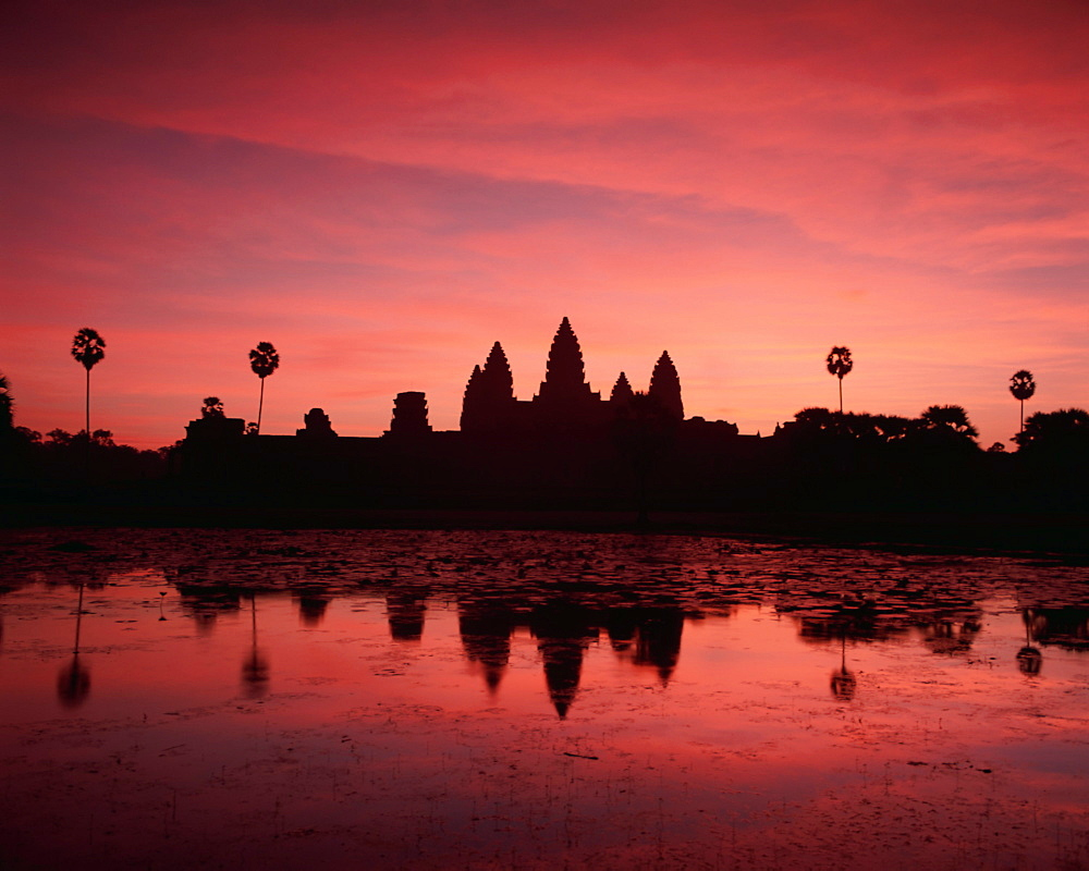 Sunrise at Angkor Wat, UNESCO World Heritage Site, temples of Angkor Wat, Angkor, Siem Reap Province, Cambodia, Indochina, Southeast Asia, Asia - 252-10585