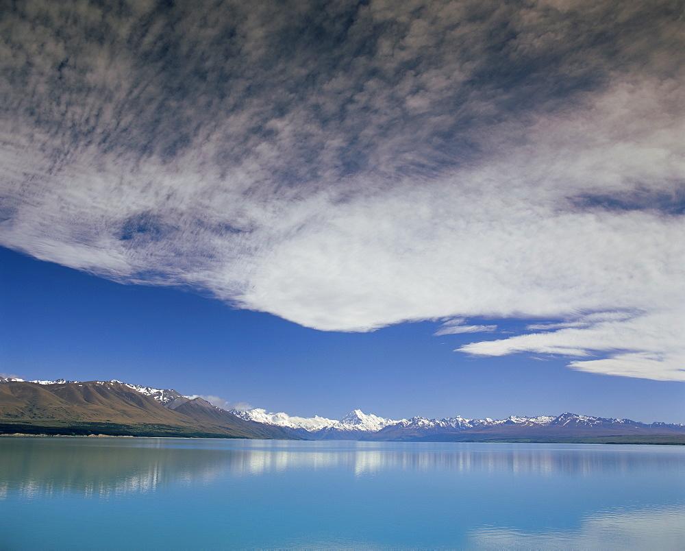 Aoraki (Mount Cook), viewed across Lake Pukaki, Mackenzie Country, South Canterbury, South Island, New Zealand, Pacific