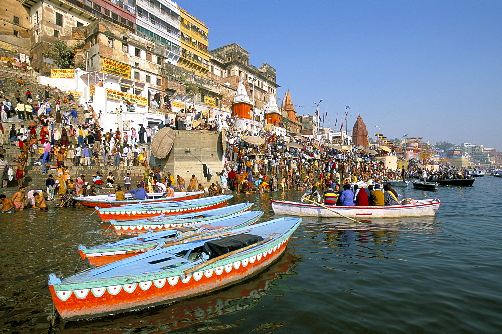 Early morning bathing in the holy river Ganges along Dasaswamedh Ghat, Varanasi (Benares), Uttar Pradesh state, India, Asia