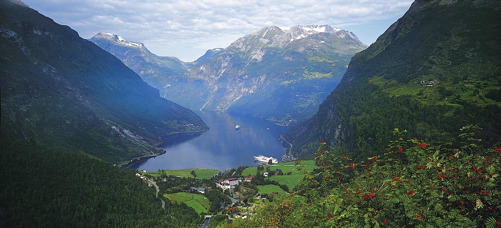 Norway, Western Fjords, Geiranger Fjord - 252-8118