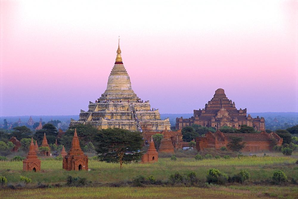 Shwesandaw Paya (Shwe Sandaw Pagoda) built in the 11th century, Bagan (Pagan), Myanmar (Burma)