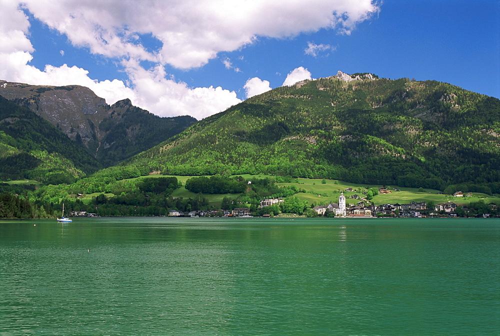 Lake Wolfgangsee, St. Wolfgang, Salzkammergut, Austria, Europe