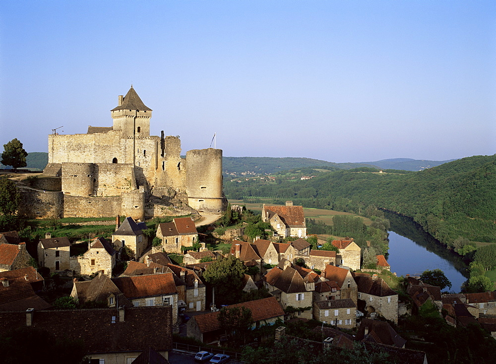 Chateau de Castelnaud, dating from the 12th century, above the River Dordogne, Aquitaine, France, Europe