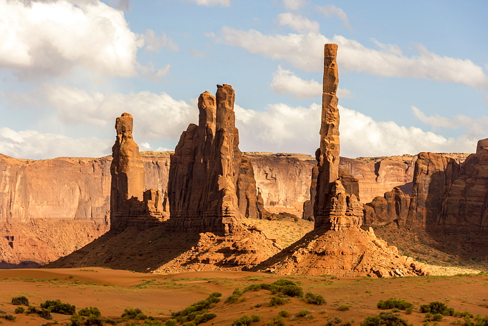 Totem Pole sandstone towers, Monument Valley Navajo Tribal Park, Arizona, United States of America, North America - 29-5450