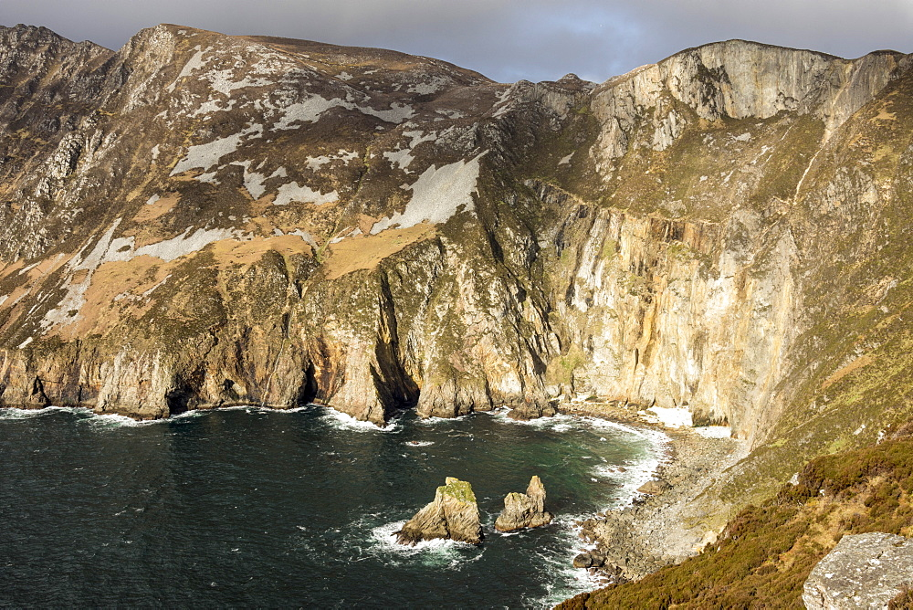 Sea cliffs 600m high against the Atlantic Ocean, Slieve League, County Donegal, Ulster, Republic of Ireland, Europe - 29-5472