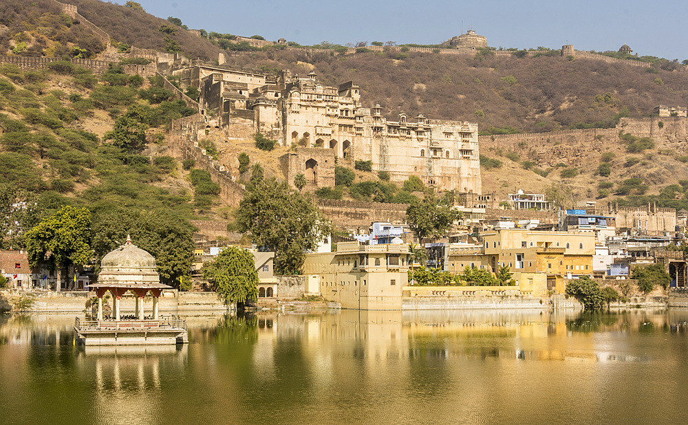 Garh Palace, high above lake of Nawal Sagar, Bundi, Rajasthan, India, Asia - 29-5538