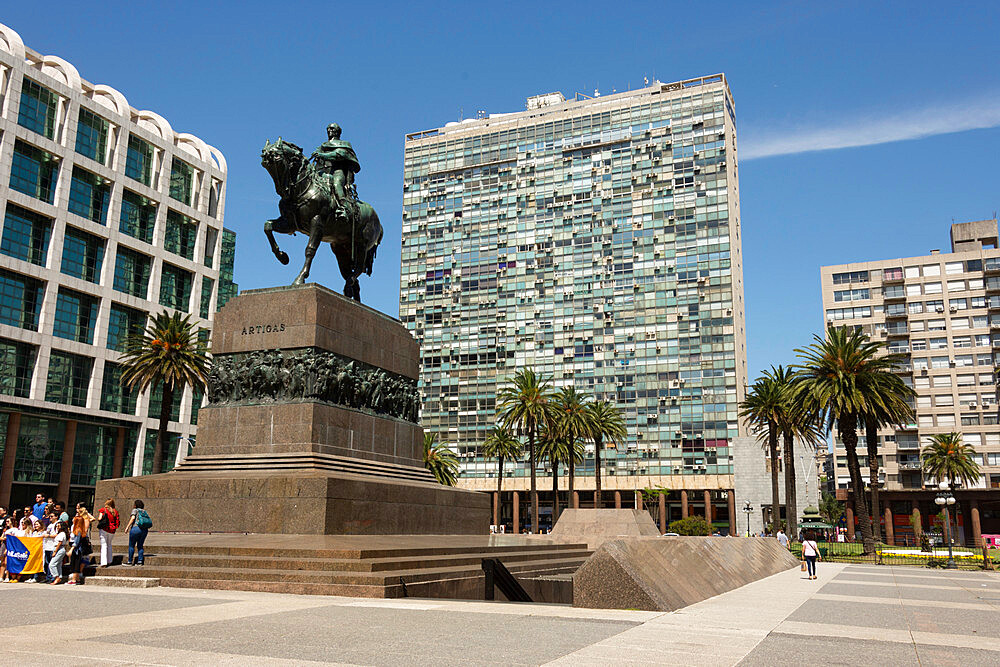 Statue of Jose Artigas above his mausoleum, Plaza Independencia, Montevideo (Ciudad Viejo), Uruguay, South America - 29-5574