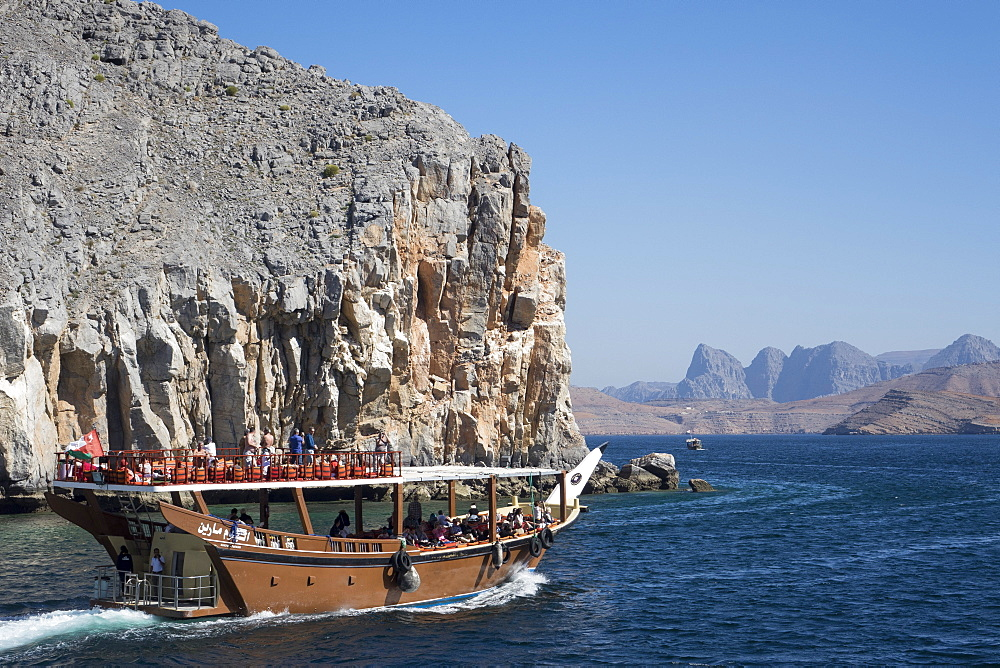 Dhow in Musandam fjords, Oman, Middle East - 306-4392
