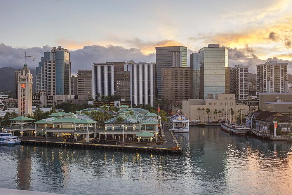 Waterfront and Aloha Tower, Honolulu, Oahu, Hawaii, United States of America, Pacific - 306-4494