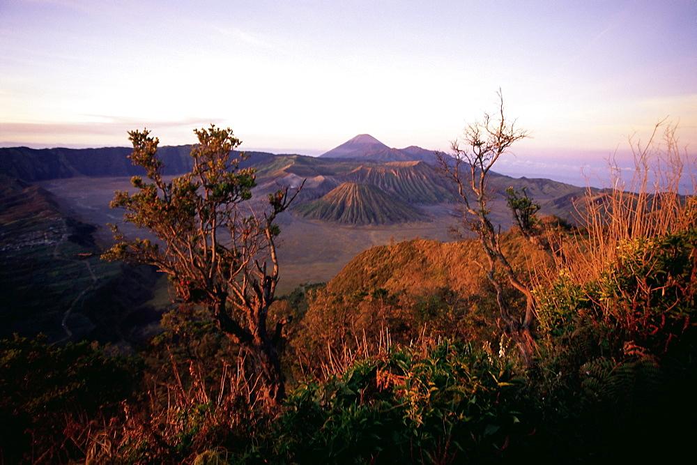 Sunrise over volcanic landscape, Bromo Tengger Semeru (Bromo-Tengger-Semeru) National Park, Java, Indonesia, Southeast Asia, Asia