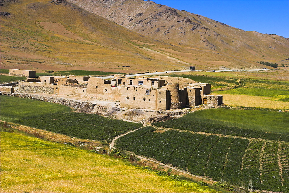 Farmhouse on the southern route between Kabul and Bamiyan, Afghanistan, Asia