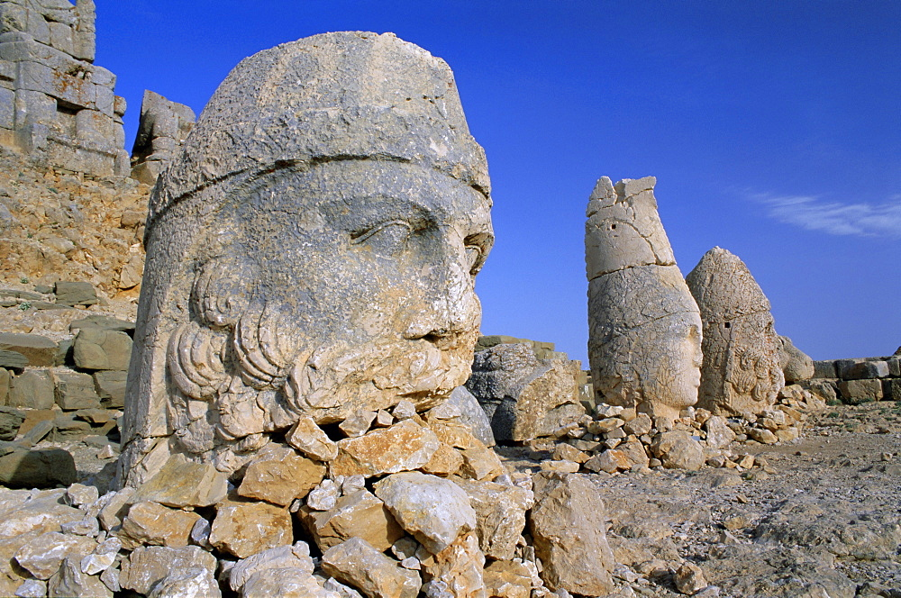 Ancient carved heads of gods on summit of Mount Nemrut, Nemrut Dagi (Nemrut Dag), UNESCO World Heritage Site, Anatolia, Turkey, Asia Minor, Asia - 321-3754