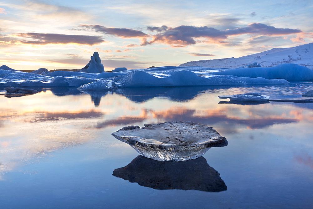 Winter sunset over Jokulsarlon, a glacial lagoon at the head of the Breidamerkurjokull Glacier on the edge of the Vatnajokull National Park, South Iceland, Iceland, Polar Regions - 321-5566