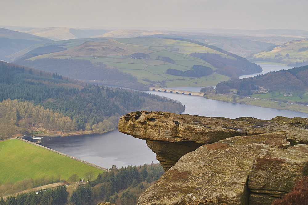 View from Hathersage Edge to Ladybower Reservoir and Derwent Valley, Peak District National Park, Derbyshire, England, United Kingdom, Europe - 358-600