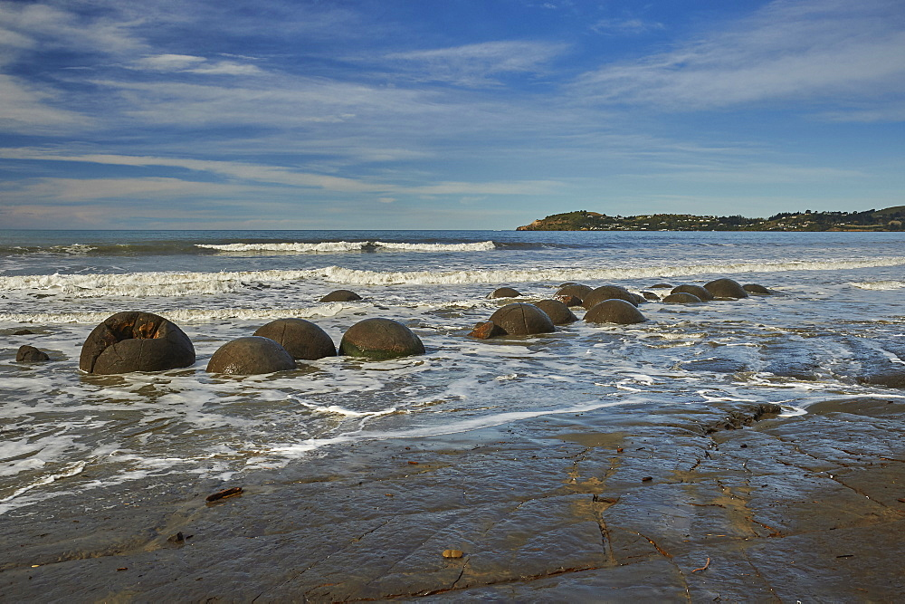 Moeraki Boulders, a group of very large spherical boulders on Koekohe Beach near Moeraki on the coast of Otago, South Island, New Zealand, Pacific - 358-680