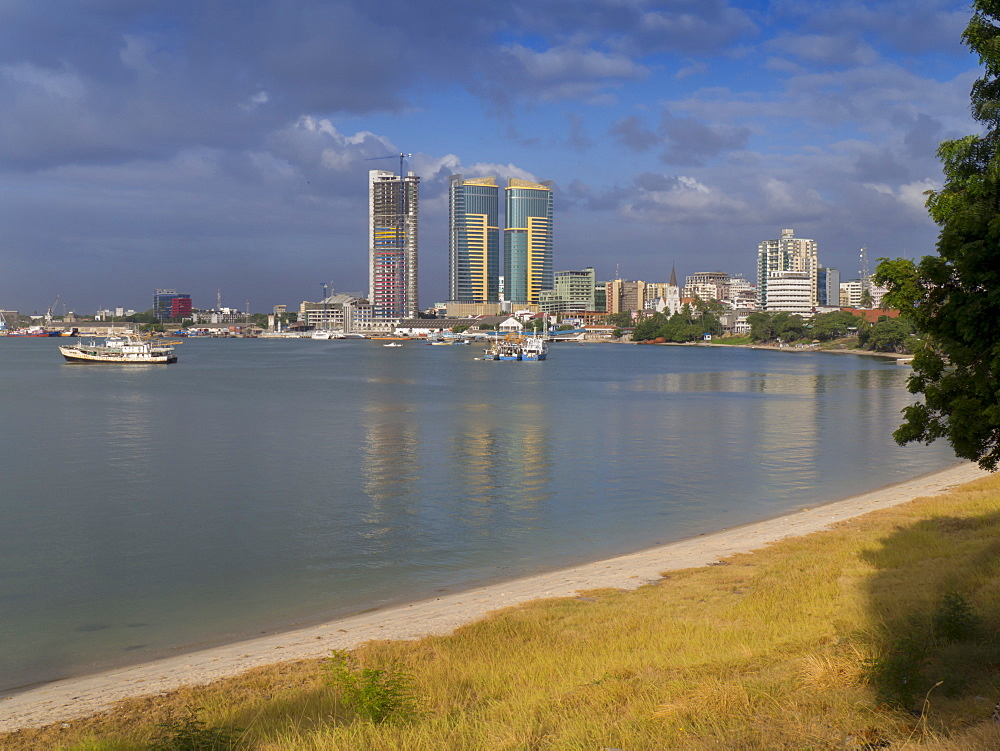 Harbour with city skyline, Dar es Salaam, Tanzania, East Africa, Africa