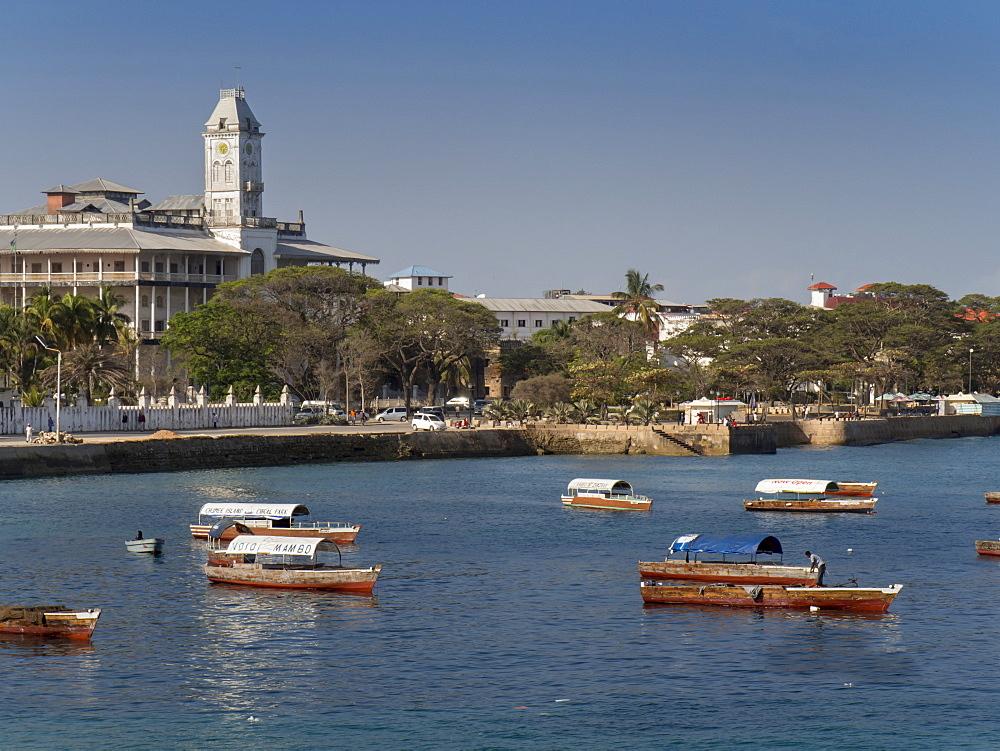 Stone Town waterfront and House of Wonders, Stone Town, Zanzibar, Tanzania, East Africa, Africa