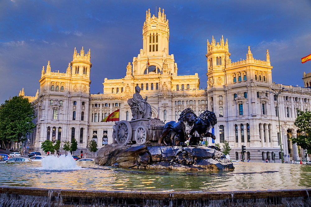 Fountain and Plaza de Cibeles Palace (Palacio de Comunicaciones), Plaza de Cibeles, Madrid, Spain, Europe