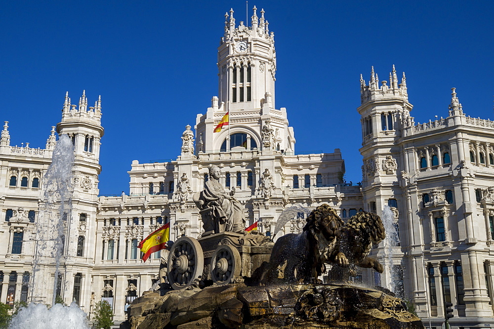 Plaza de Cibeles Palace (Palacio de Comunicaciones) and fountain, Plaza de Cibeles, Madrid, Spain, Europe