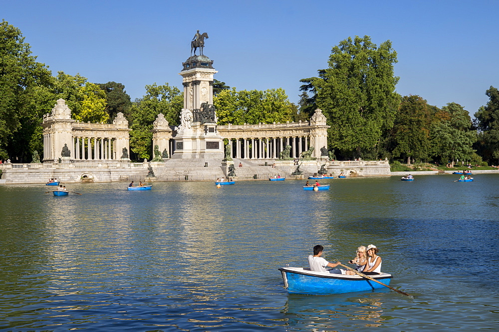 Boating lake, Retiro, Alfonso XII Monument, Madrid, Spain, Europe