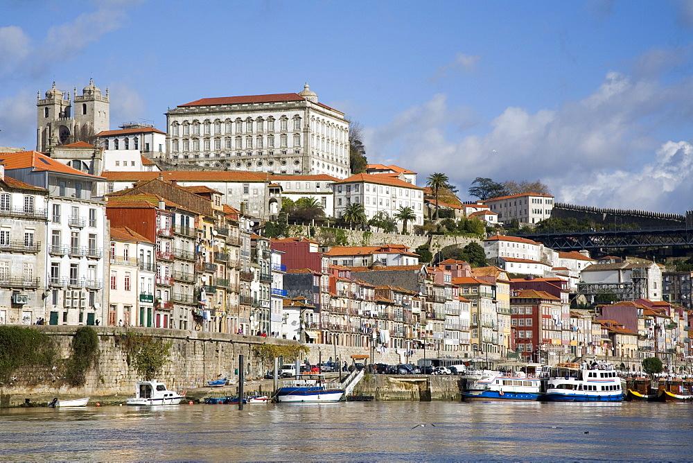 Cais de Ribeira waterfront, Ribeira, Oporto, Portugal, Europe - 375-729