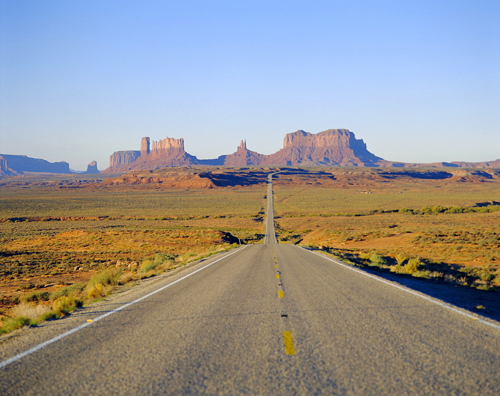 Road to Monument Valley, Navajo Reserve, Utah, USA