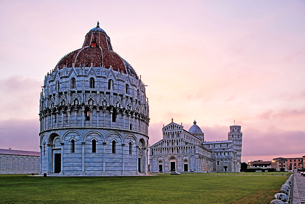 Campo dei Miracoli with Baptistry, Santa Maria Assunta Cathedral and Leaning Tower, UNESCO World Heritage Site, Pisa, Tuscany, Italy, Europe