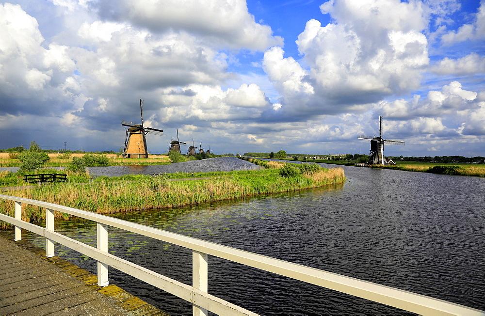 Windmills in Kinderdijk, UNESCO World Heritage Site, South Holland, Netherlands, Europe