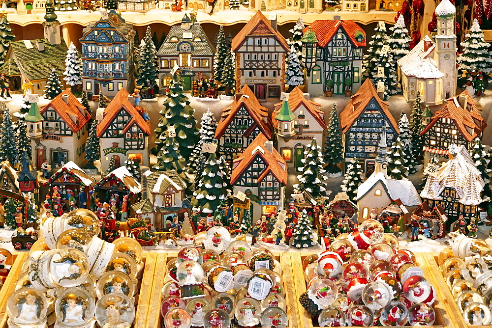 Christmas Market on Residenzplatz Square, Salzburg, Austria, Europe