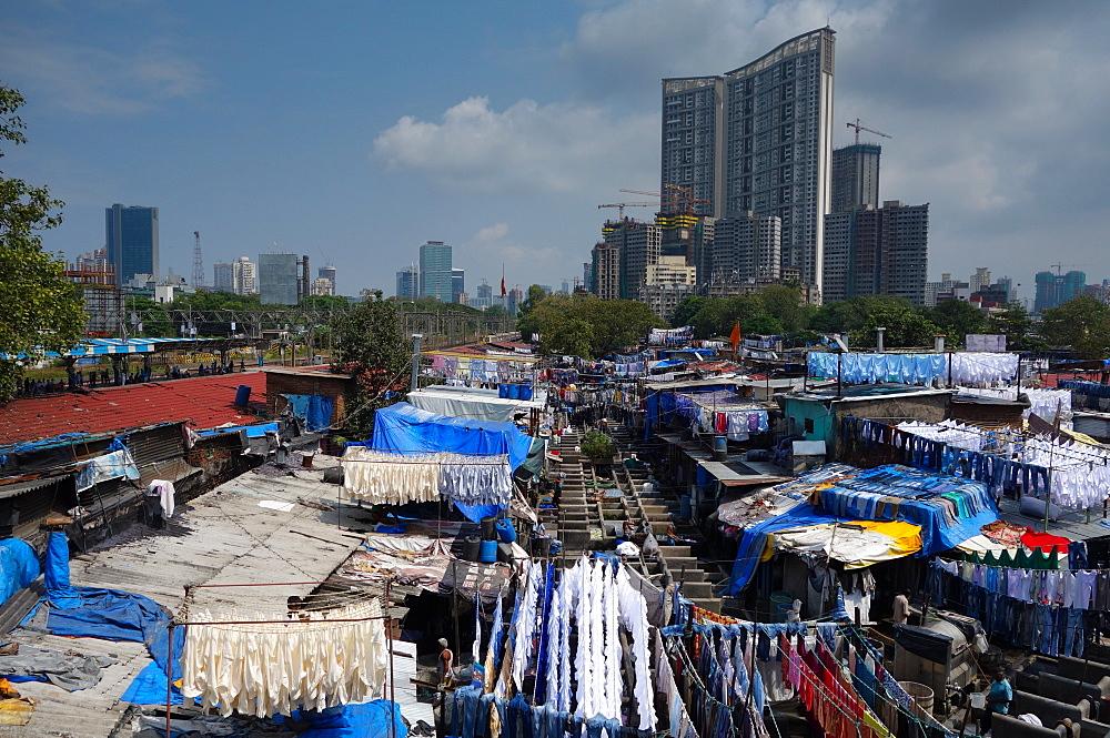 Slum washing ghats surrounded by expensive residential developments, Mumbai (Bombay), Maharashtra, India, Asia
