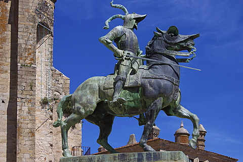 Statue of Francisco Pizarro, Plaza Mayor, Trujillo, Extremadura, Spain, Europe