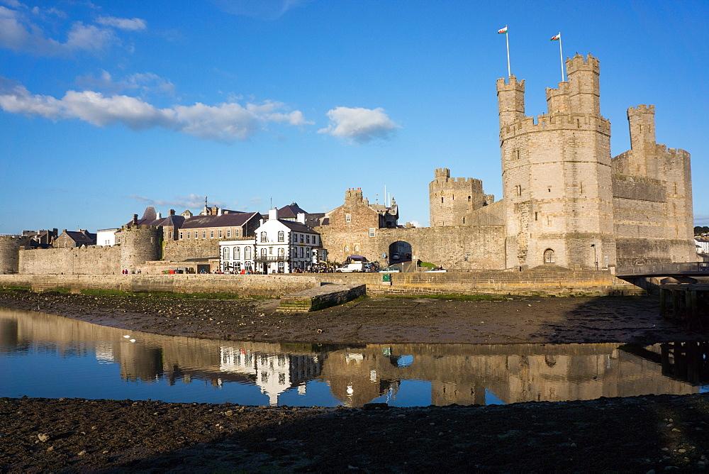 Caernarfon Castle, UNESCO World Heritage Site, and city wall, Caernarfon, Wales, United Kingdom, Europe