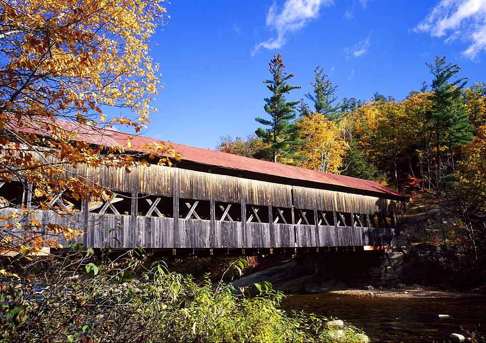 The Albany covered bridge across a river, White Mountains National Forest, New Hampshire, New England, USA *** Local Caption ***