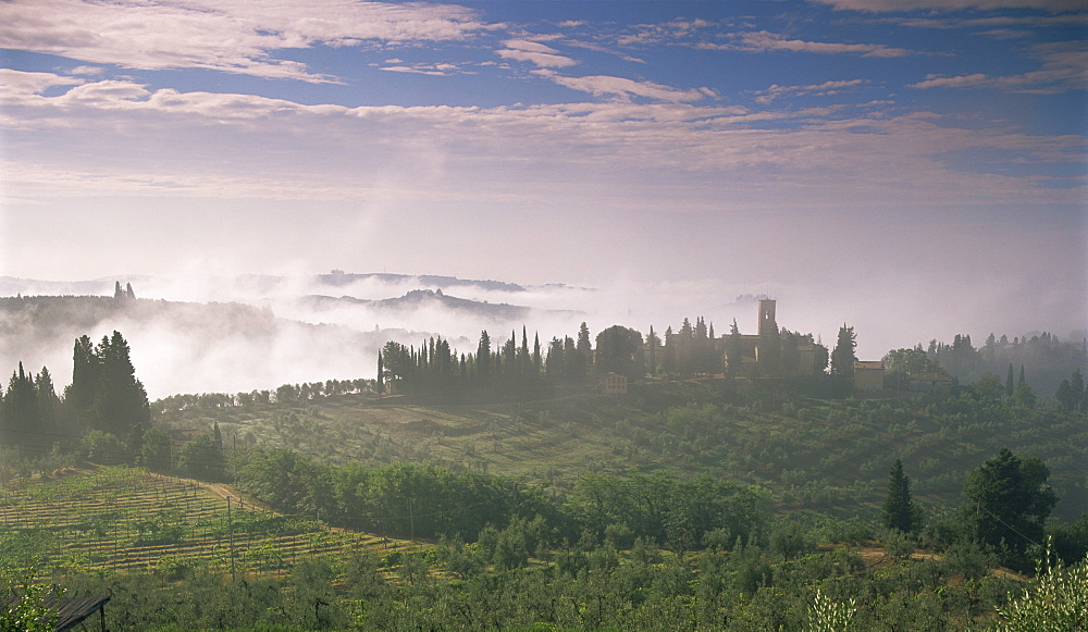 Early morning view across misty hills, near Certaldo, Tuscany, Italy, Europe - 526-3817