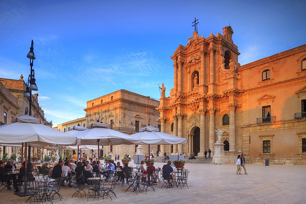 Piazza Duomo, Ortigia, Siracusa, UNESCO World Heritage Site, Sicily, Italy, Europe - 526-3824