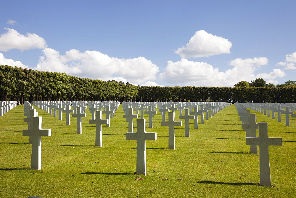 Rows of white marble headstones in the Meuse-Argonne American Military cemetery for the First World War battle of Verdun, Romagne-Gesnes, Meuse, France, Europe - 586-1483